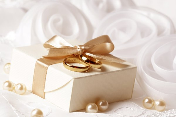 Tunjukkan Perhatianmu kepada Sahabat dengan Memberikan 10 Rekomendasi Kado Pernikahan untuk Sahabat Wanita yang Menikah (2020)