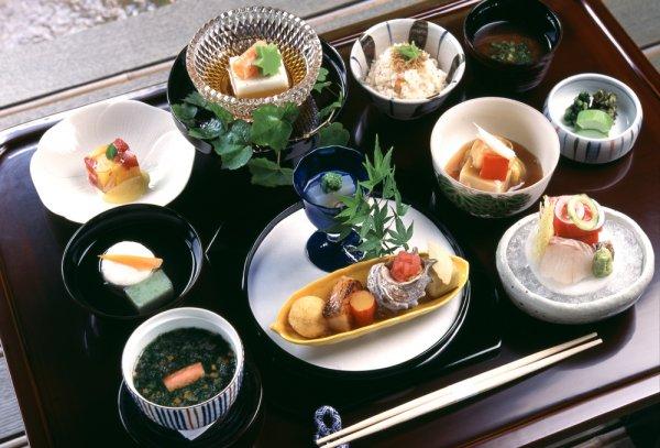 Rasakan Sensasi 11 Makanan Khas Jepang yang Sangat Otentik dan akan Bikin Kamu Ketagihan