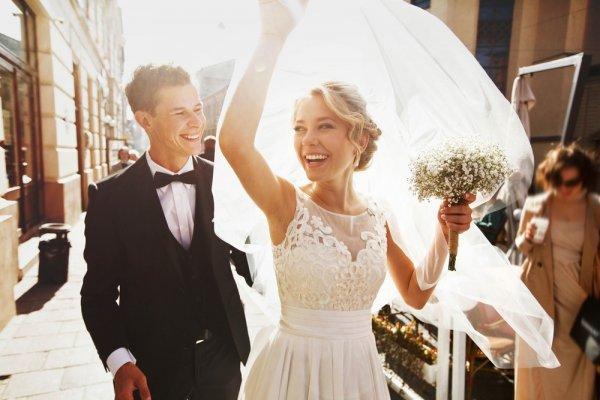 Jangan Bingung Saat Cari Inspirasi Kado Pernikahan Teman Laki-laki, Ini 9 Hal yang Bisa Dipilih!