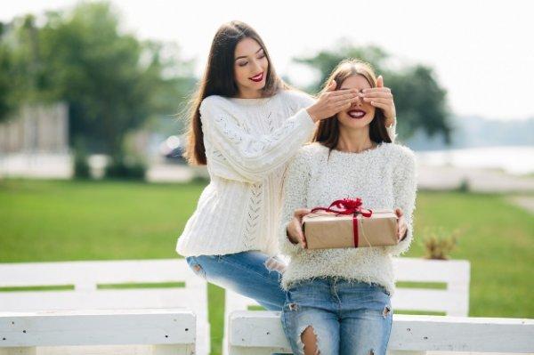 Sedang Mempersiapkan Kado? Inilah 20+ Ide Kado Unik untuk Sahabat Tersayang dan Cara Bagus Membungkusnya (2019)