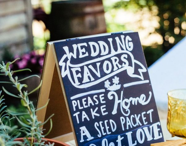 Wedding Party Favors for Every Budget and Style, from DIY Bouquets to Desserts, These are Some of the Best Wedding Favor Ideas for 2020