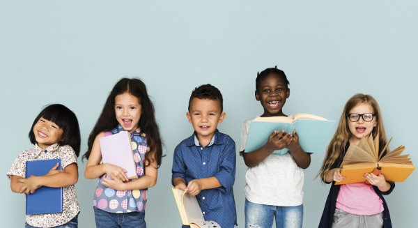 10 Pilihan Buku Bergambar Terbaik untuk Anak yang Sedang Belajar Membaca