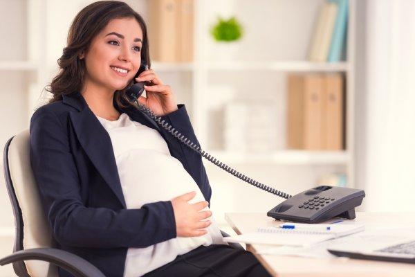 Tips Tetap Modis di Kantor Saat Hamil dengan 15+ Pilihan Pakaian Ibu Hamil Kantoran