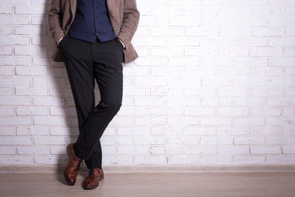Tingkatkan Gayamu dengan 7 Rekomendasi Celana Hitam Pria yang Tak Bakal Menguras Kantong