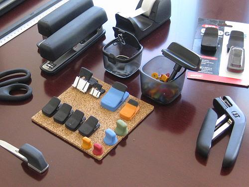 Ingin Ruang dan Meja Kerja Lebih Rapi Tertata? Manfaatkan 10+ Rekomendasi Perlengkapan Kantor Berikut Ini