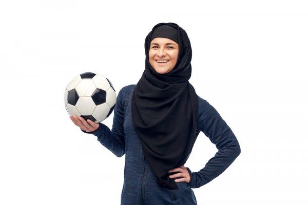 Berhijab dan Berolahraga? Siapa Takut! Ini Tips dan 10+ Pilihan Pakaian untuk Wanita Berhijab yang Gemar Olahraga (2018)