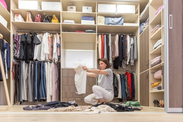 Detox Your Wardrobe to Destress Yourself: Discover Useful Wardrobe Decluttering Tips and the KonMari Folding Method for Efficient Space Management (2021)