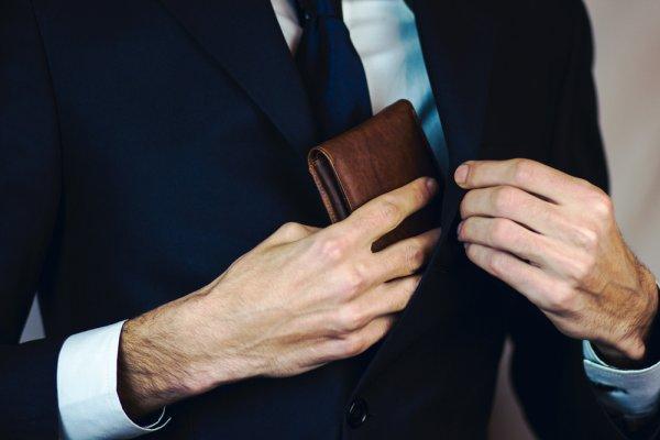 8 Rekomendasi Dompet Canggih Pria dengan Fitur yang Keren, Wajib Punya Nih!