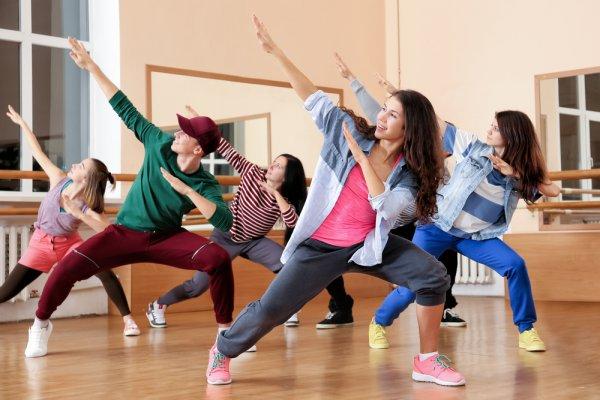 Makin Kece dan Keren dengan 10 Rekomendasi Dance Fashion untuk Menunjang Hobimu (2021)
