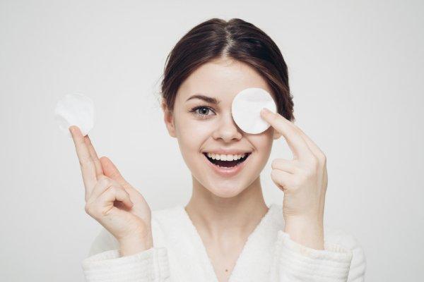 Angkat Sisa Make Up di Wajah dengan 10 Rekomendasi Make Up Remover Sesuai Jenis Kulit dan Kenali Berbagai Jenis Make Up Remover yang Ada di Pasaran (2018)