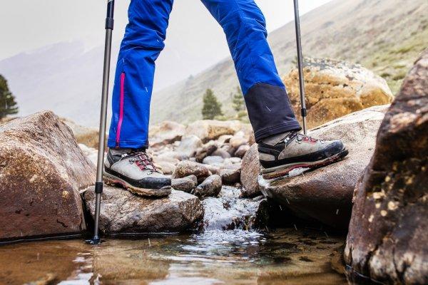 Memilih Celana Waterproof dan 10 Rekomendasinya untuk Para Pria Petualang Sejati