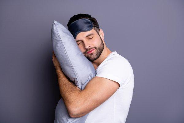 10 Rekomendasi Bantal Tidur yang Bikin Bugar Saat Bangun (2021)