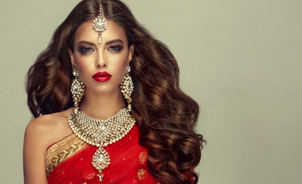 Step Out Looking Like a Diva with the Perfect Saree Makeup: All the Makeup Styles You'll Ever Need and How to Achieve Them (2019)