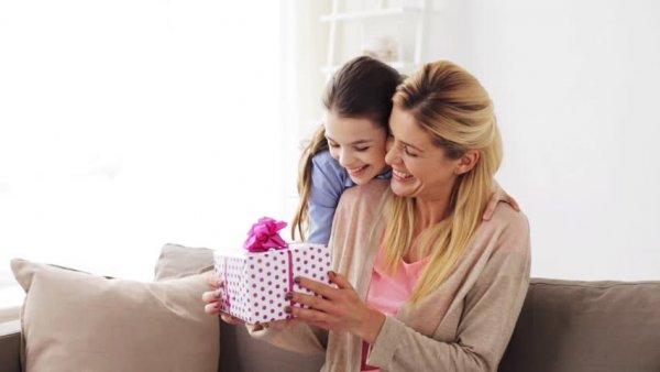 किसी  भी छोटी लड़की के लिए कुछ शानदार और अद्भुत उपहार, जो उनके मन को मोह लेंगे। (2018)