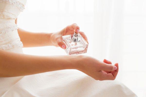 10 Rekomendasi Merek Parfum Wanita yang Wanginya Tahan Lama namun Ramah di Kantong