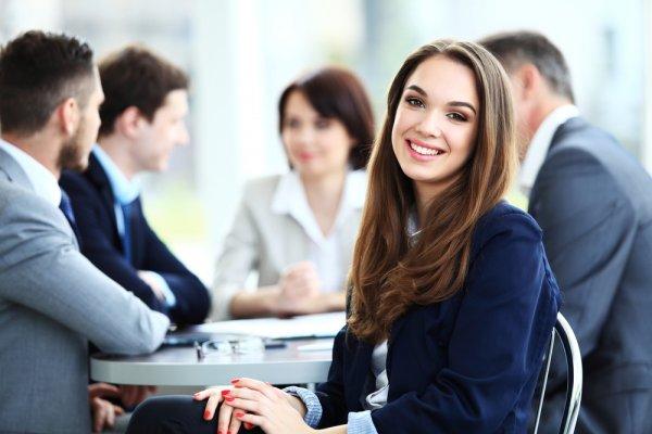 Kesalahan Fashion Formal yang Sering Dilakukan dan 11+ Rekomendasi Baju ke Kantor yang Stylish untuk Pria dan Wanita Profesional