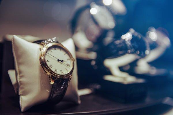 11 Jam Tangan Keren untuk Pria dan Wanita Ini Siap Bikin Penampilanmu  Tambah Menawan 12d69e9925