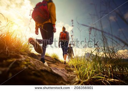 Tertarik untuk Hiking? 10+ Peralatan Mendaki Ini Sebaiknya Dibawa oleh Pendaki Pemula