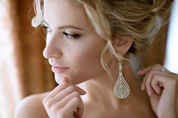 Tampilkan Kilau Cantikmu dengan 10 Koleksi Anting-anting Emas Orori yang Indah dan Memikat