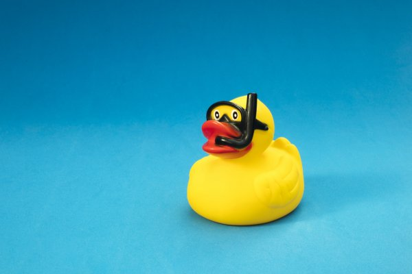 10 Rekomendasi Mainan Air untuk Bikin Anak Semangat Belajar Berenang (2021)
