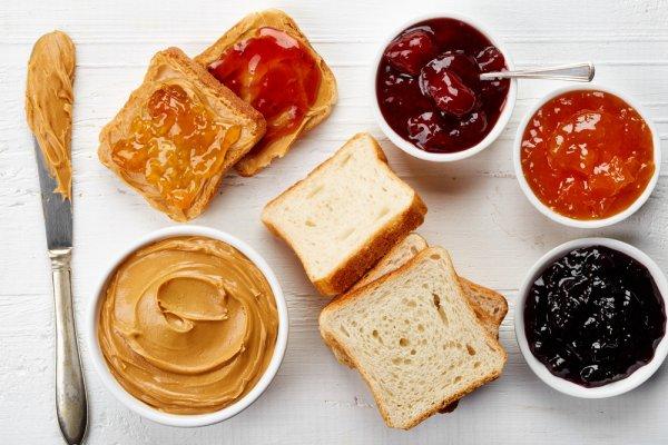 Selai Sachet Cocok untuk Anda yang Hobi Membuat Kue di Rumah. Ini 9 Rekomendasi Selai dengan Rasa yang Lezat!