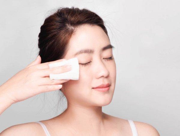 7 Tips Bersihkan Makeup Secara Maksimal Beserta Produk-Produknya agar Wajah Sehat dan Glowing (2021)