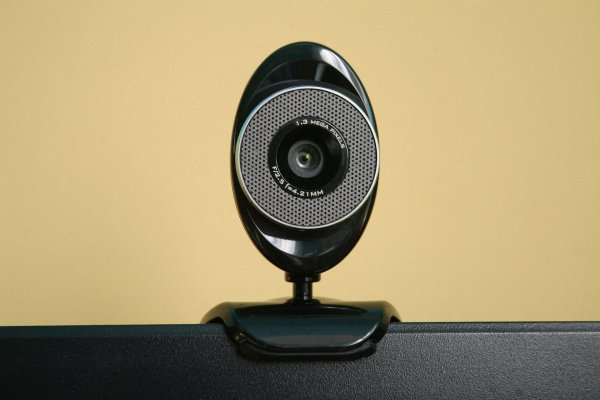 Dukung Aktivitas Video Call dan Live Streaming dengan 10 Rekomendasi Webcam PC Berkualitas (2020)