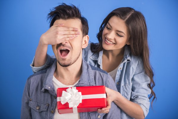 10 Best Gifts for Boyfriend and a Complete Guide for Selecting Gifts That Will Not Only Surprise and Impress, but Knock His Socks Off! (2019)