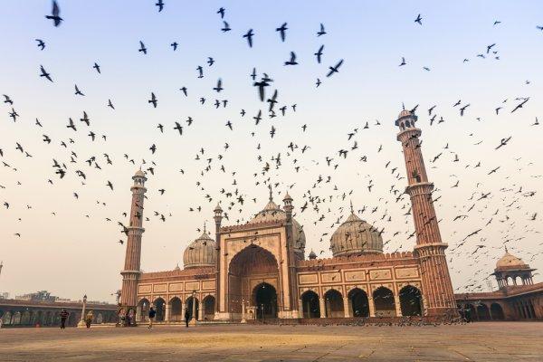 Bukan Hanya Masjid, 11 Tempat Wisata Religi Ini Bisa Dikunjungi Siapa pun