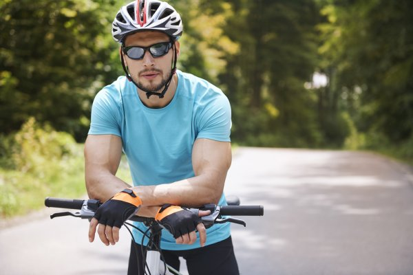Rekomendasi Kacamata Sport untuk Tampil Gaya Saat Berolahraga