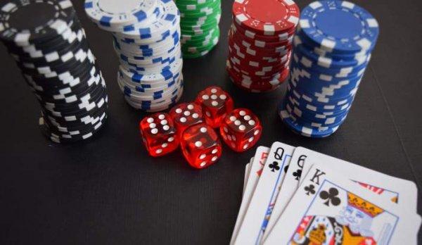 आपके प्रेमजनो के लिए 10 आकर्षक लेकिन असामन्य पोकर उपहार जो वे निश्चित रूप से प्यार करेंगे। अच्छे से अच्छे पोकर गिफ्ट के चयन के लिए सलाहें (2020)