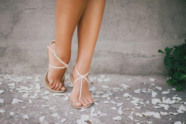 Tips Tampil Menawan nan Elegan Saat Wisuda dengan 6 Pilihan Sandal Cantik Ini