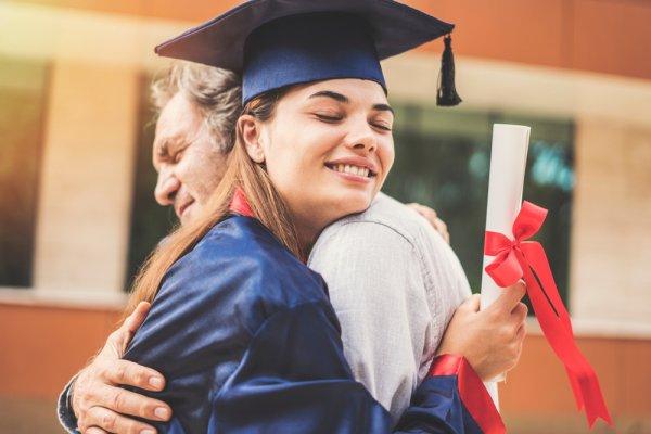 Beda dan Berkesan, 10 Inspirasi Hadiah Wisuda Unik yang Bisa Kamu Buat Sendiri untuk Orang Tersayag (2020)