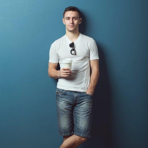 9+ Pilihan Celana Pendek Pria agar Kamu Tetap Modis Meski Santai