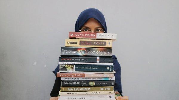 Tenggelam dalam Dunia Farah di Far's Books Space: Dunia Dimana Buku adalah Cinta Pertamamu!