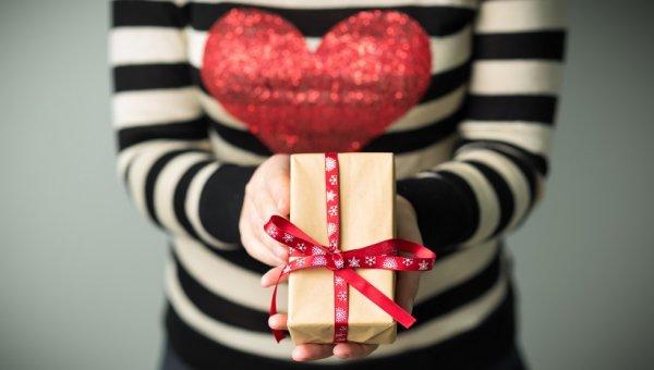यहां है आपके बॉयफ्रेंड के लिए 11 बेहद शानदार और बेहतरीन उपहार जो आप ऑनलाइन खरीद सकती हैं। ऑनलाइन उपहार कैसे खरीदें, इसकी भी है जानकारी (2020)