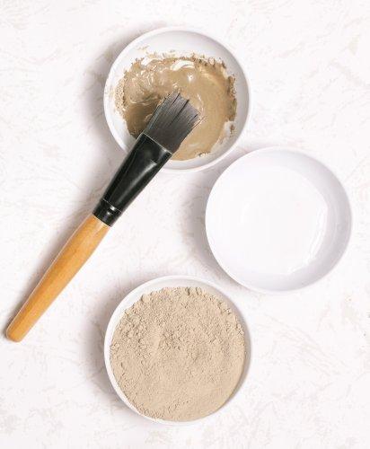 Tips Aman Memilih Kosmetik Jerawat dan 10 Rekomendasi Bedak yang Aman untuk Kulit Berjerawat