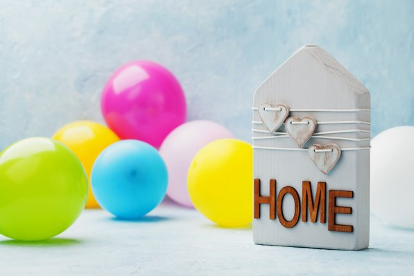 Having a Party to Celebrate Moving into Your New Home? 10 Return Gifts for Housewarming Party Guests