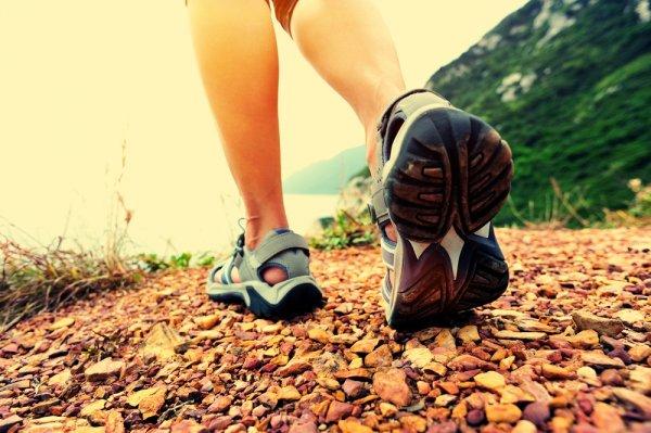 Bosan Pakai Sandal biasa? Wajib Tengok 8 Sepatu Sandal Teranyar Ini!