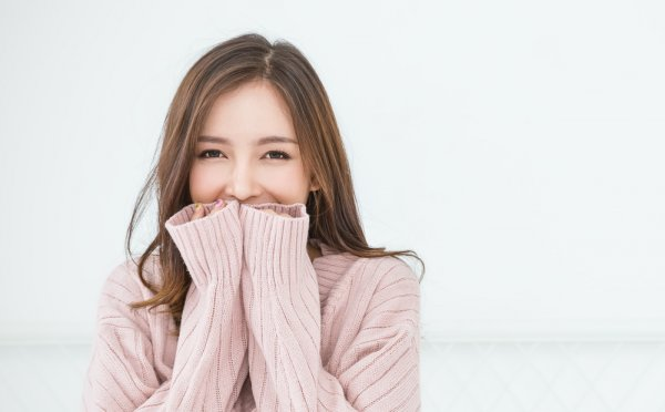 Tampil Menarik di Musim Hujan dengan 9 Rekomendasi Sweater ala Korea
