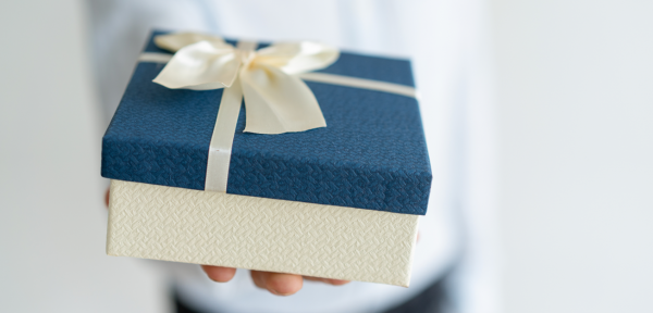 10 Corporate Promotional Gift Ideas to Help Create Your Brand Identity in 2019: Bonus Gifting Tips for Entrepreneurs