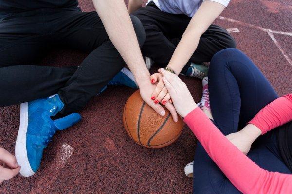 9 Celana Basket Oke yang Bisa Tingkatkan Performa Saat di Lapangan