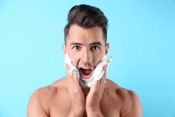 Wajah Lebih Bersih dengan 10 Rekomendasi Sabun Muka Pria (2020)