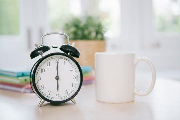 Percantik Ruangan dengan 10 Rekomendasi Jam Meja Bermodel Unik dan Menarik Pilihan BP-Guide (2019)