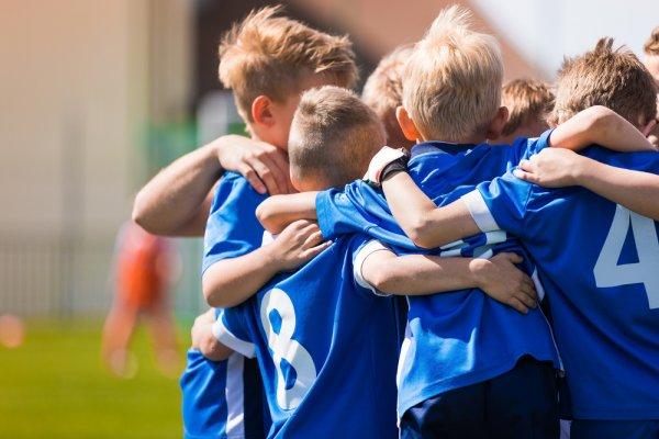 Ajak Anak Bermain Bola, Ini Pilihan Baju Bola Terbaik untuk Anak (2020)