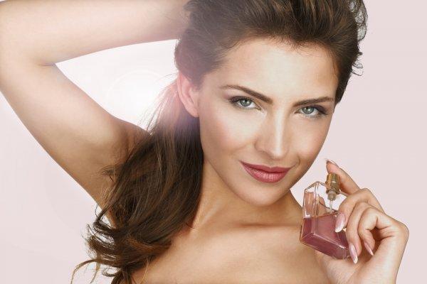 Pikat Pasangan Dengan Semerbak Keharuman 9 Parfum Wanita Yang Disukai Pria