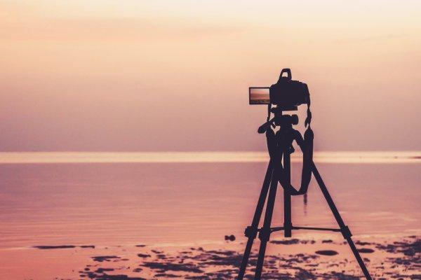 Rekomendasi 10 Aksesori Kamera untuk Hasil Foto yang Lebih Keren (2020)