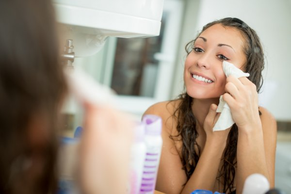 Jaga Mata Tetap Sehat dan Bebas Iritasi dengan 10 Rekomendasi Produk Pembersih Mata yang Aman Digunakan