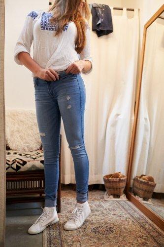 Ladies, Ini Dia Panduan Fashion Dengan 6 Model Celana Levi's Wanita Terbaru (2018)