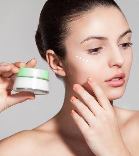 10 उत्कृष्ट एंटी एजिंग नाईट क्रिम् की सूचि उपलब्ध जो आपकी त्वचा को पोषण देंगी और आपके बुढ़ापे की संकेत को दूर करेगी।  (2021)